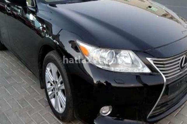 Es Lexus أسود