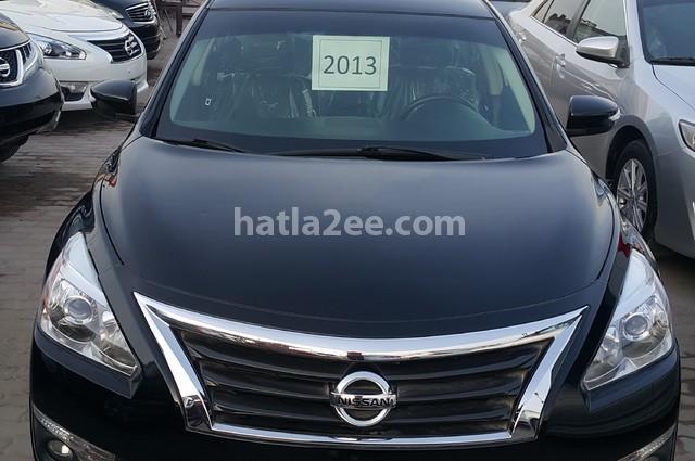Altima Nissan أسود