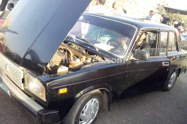 2107 Lada أسود