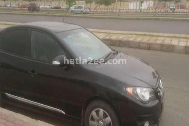 Elantra Hyundai أسود