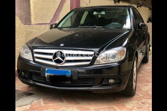 180 Mercedes أسود