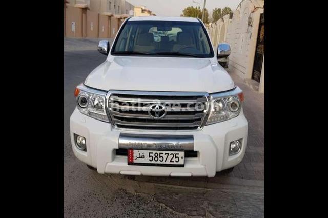 Land Cruiser Toyota أبيض