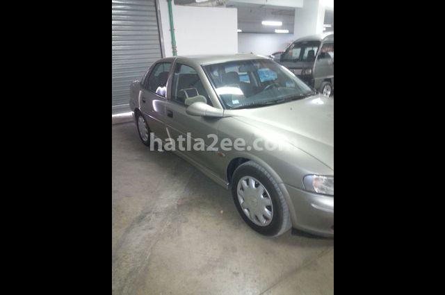 Vectra Opel ذهبي