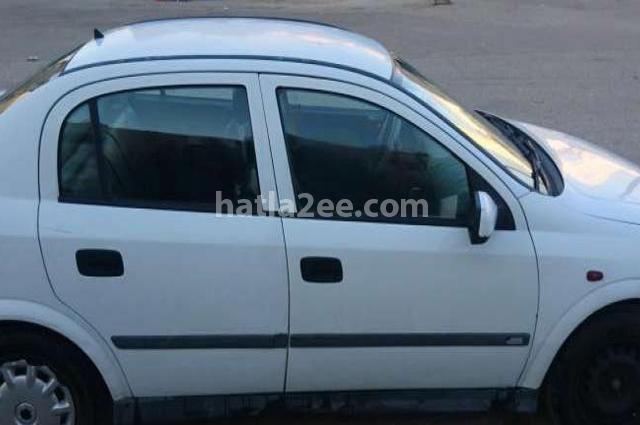 Astra Opel أبيض