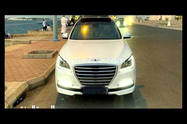 Genesis Hyundai أبيض