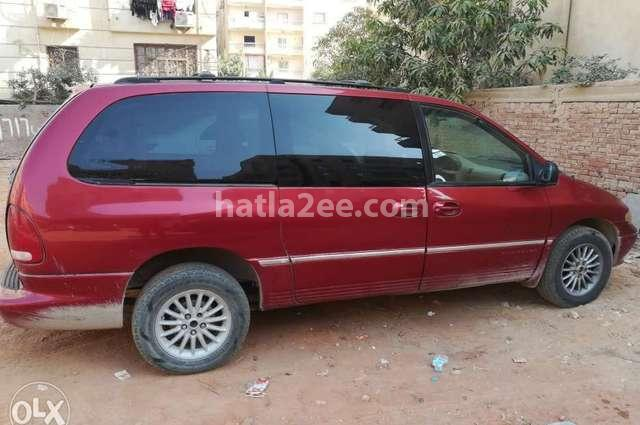 Town & Country Chrysler احمر