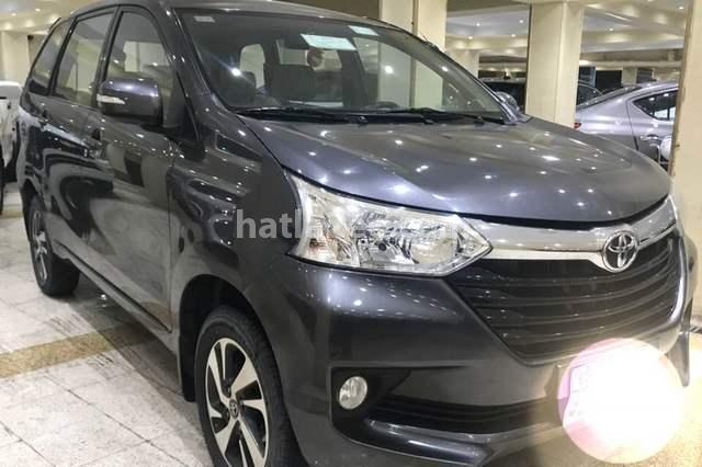Avanza Toyota رمادي