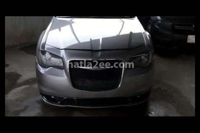300 Chrysler رمادي