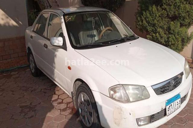 Familia Mazda أبيض