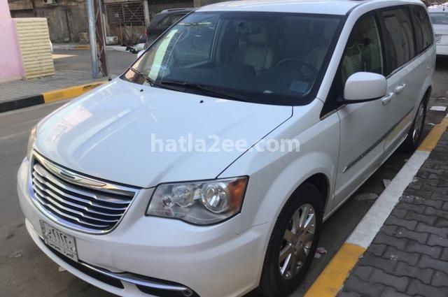 Town & Country Chrysler أبيض