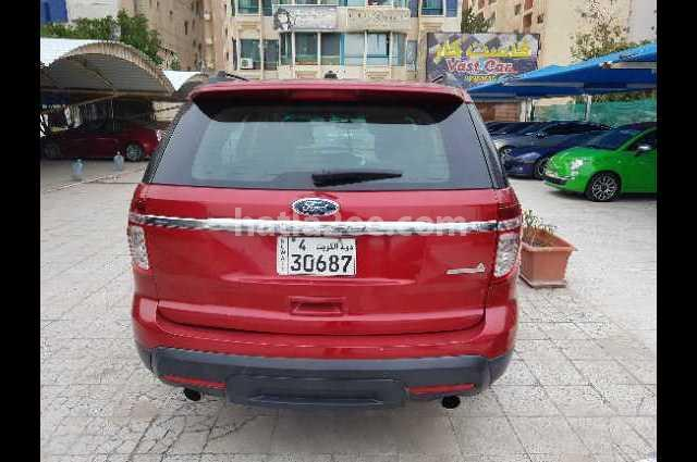 Explorer Ford احمر