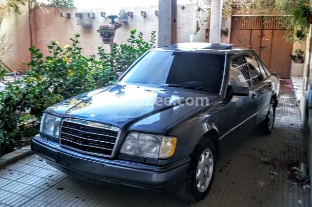 320 Mercedes بني
