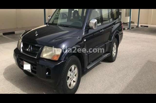 Pajero Mitsubishi أسود