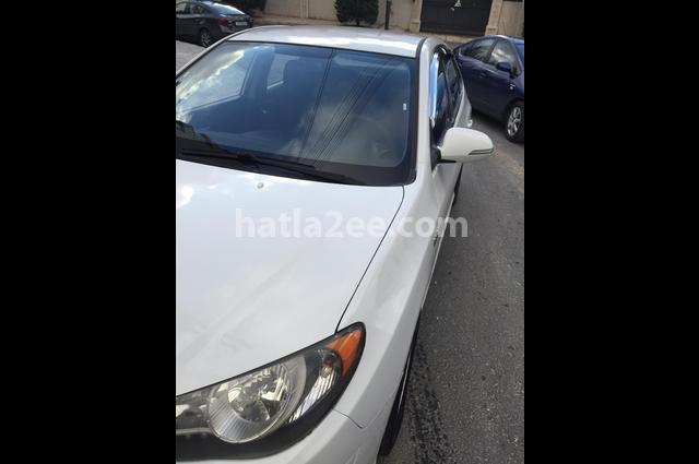 Avante Hyundai أبيض