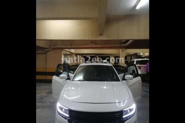Charger Dodge أبيض
