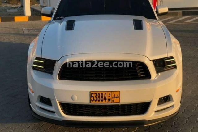 Mustang Ford أبيض