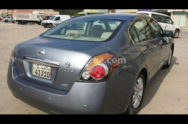 Altima Nissan Gray