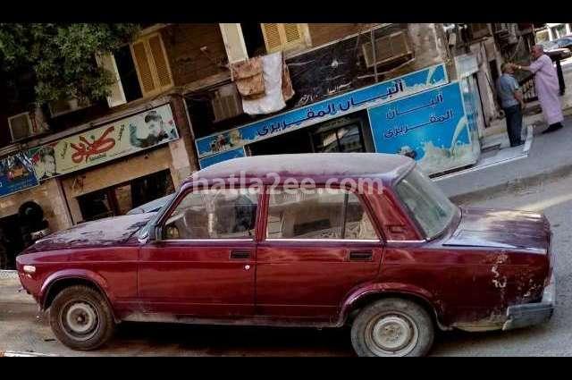 2107 Lada احمر غامق