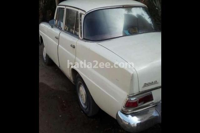 200 Mercedes أبيض