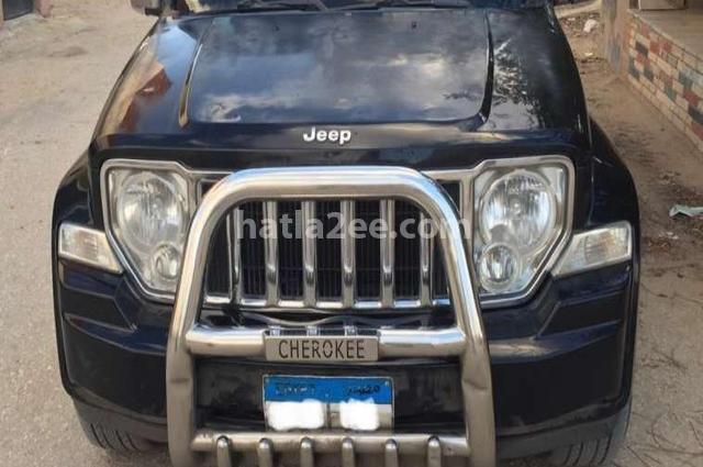 Cherokee Jeep أسود