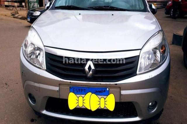 Sandero Renault فضي