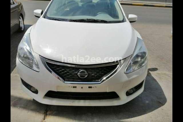 Tiida Nissan أبيض