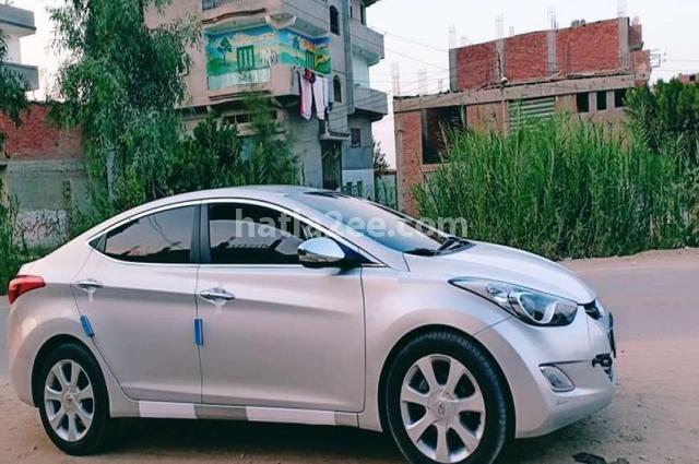 Avante Hyundai فضي
