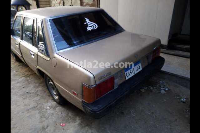 929 Mazda ذهبي