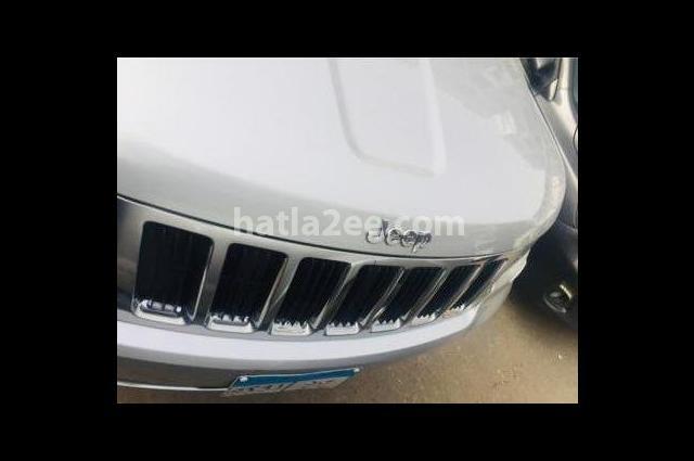 Grand Cherokee Jeep فضي