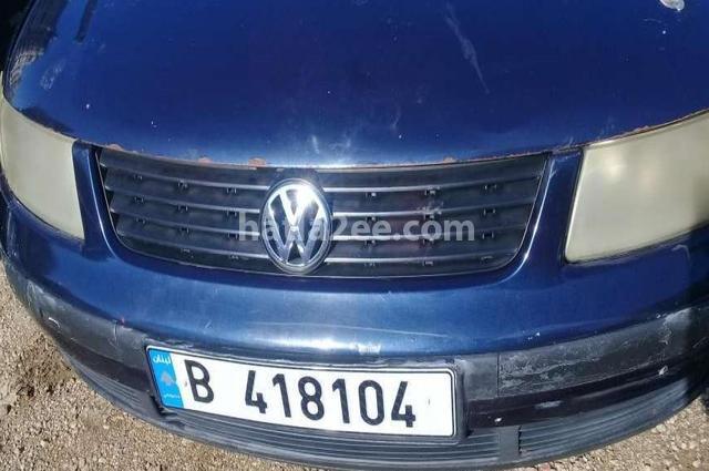 Passat Volkswagen أزرق