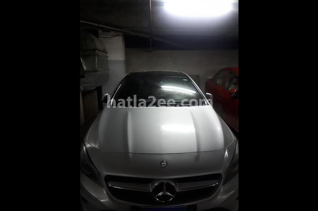 CLA 180 Mercedes فضي