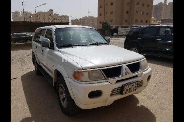 Nativa Mitsubishi أبيض