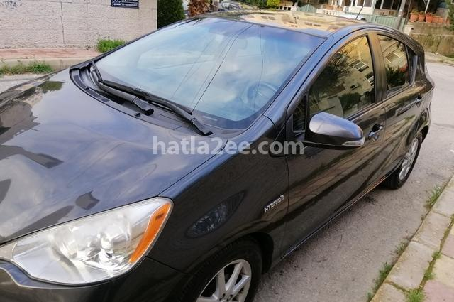 Prius Toyota أسود