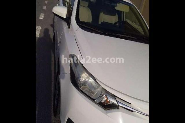 Yaris Toyota أبيض