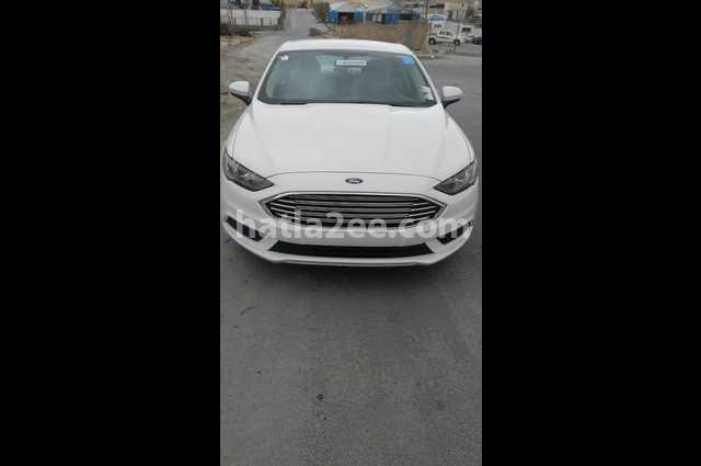 Fusion Ford أبيض