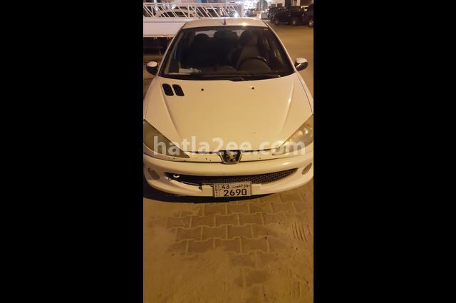 206 Peugeot أبيض