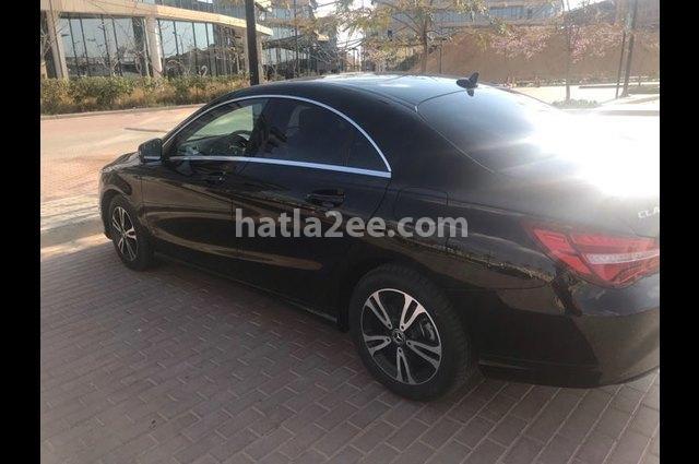 CLA 180 Mercedes أسود