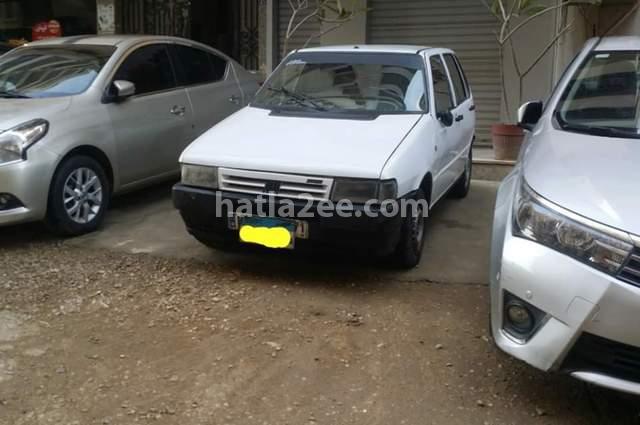 Uno Fiat أبيض