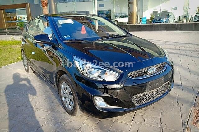 Accent RB Hyundai أسود