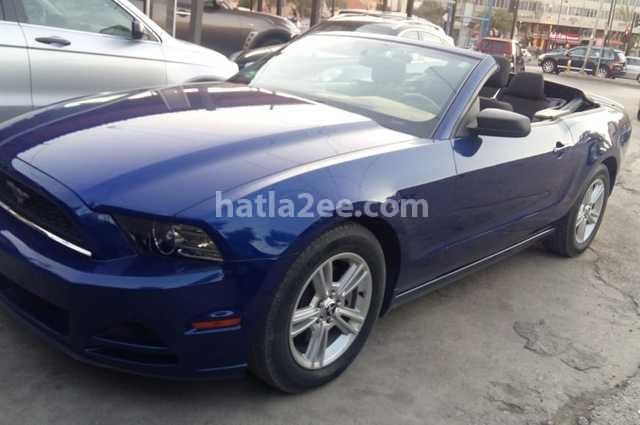 Mustang Ford الأزرق الداكن