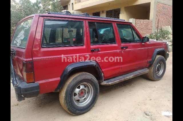 Cherokee Jeep احمر