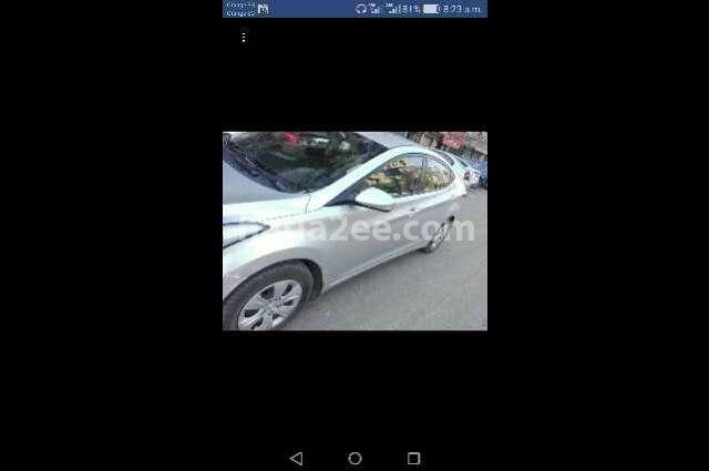 Elantra MD Hyundai فضي