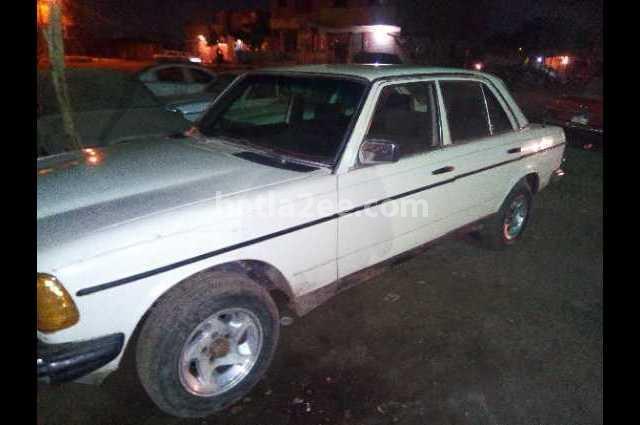 230 Mercedes أبيض