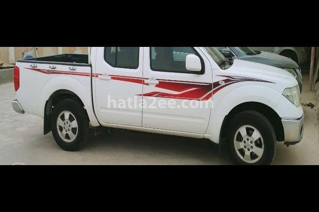 Navara Nissan أبيض