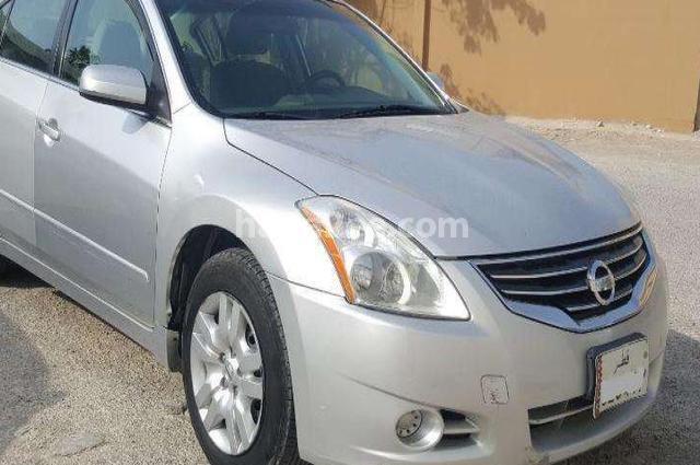 Altima Nissan Silver