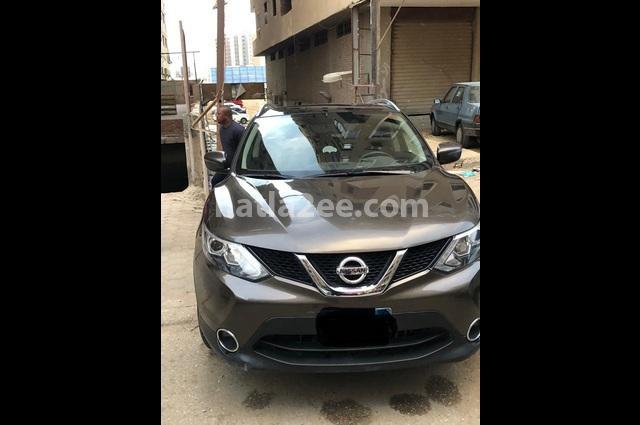 Qashqai Nissan بني