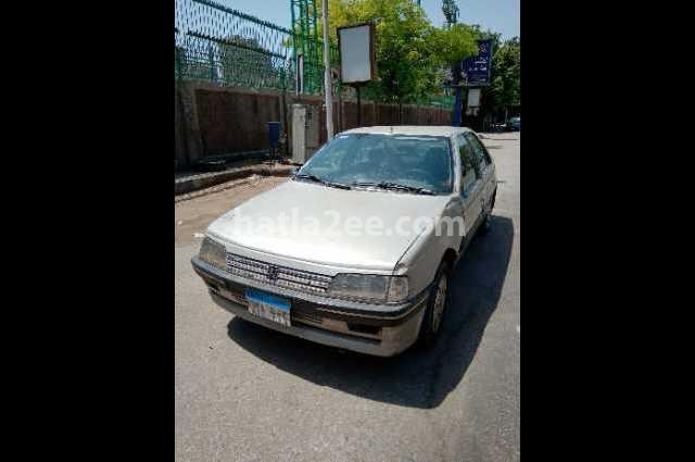 405 Peugeot ذهبي