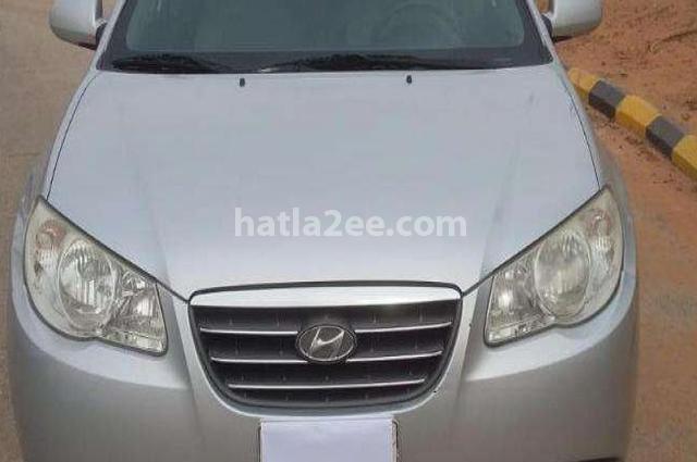 Elantra Hyundai فضي