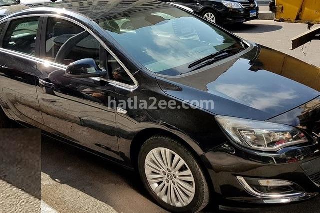 Astra Opel أسود