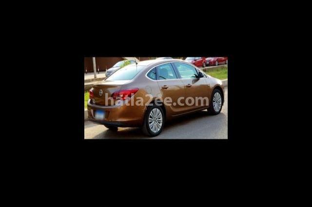 Astra Opel بني